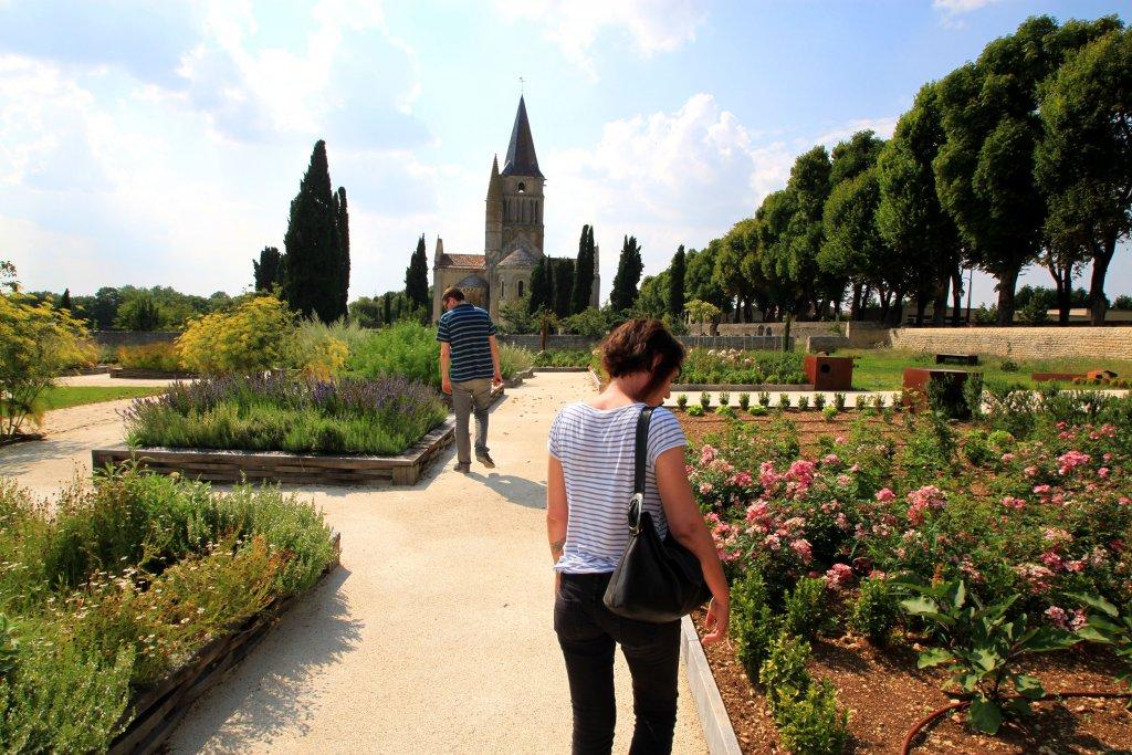 Les jardins de l'église d'Aulnay de Saintonge